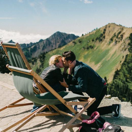 Романтичное предложение руки и сердца в горах