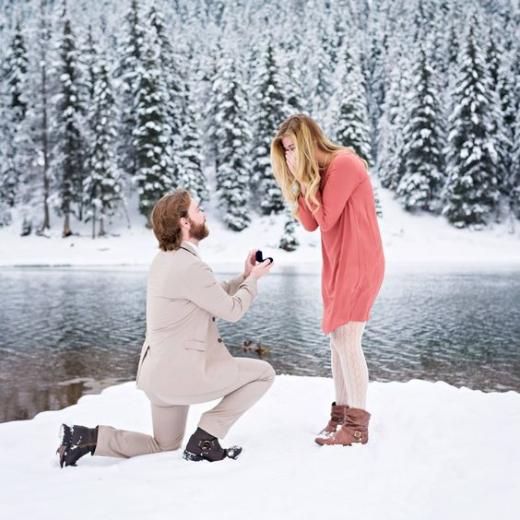 Предложение на зимнем озере